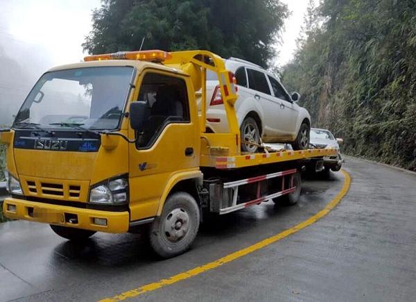 玛多事故拖车